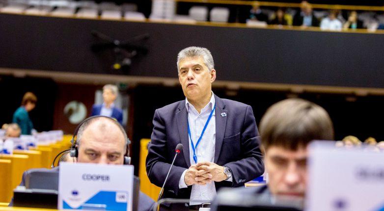 Κ. Αγοραστός: «Η ΕΕ διχάστηκε αδικαιολόγητα σε Βορρά – Νότο με την οικονομική κρίση και σε Ανατολή – Δύση με την προσφυγική»