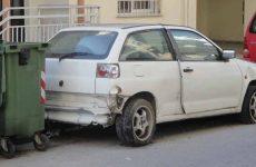 Περισυλλογή  εγκαταλελειμμένων οχημάτων στο Βόλο