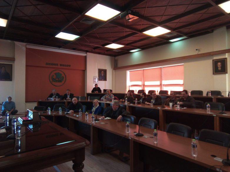 Οικονόμου-Αποστολάκης: «Δεν απεμπολούμε τον θεσμικό μας ρόλο»