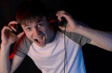 Θόρυβος και μουσική κουφαίνουν τους νέους
