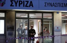 Ασύλληπτοι οι δράστες παρά το μπαράζ προσαγωγών μετά την επίθεση στα γραφεία ΣΥΡΙΖΑ