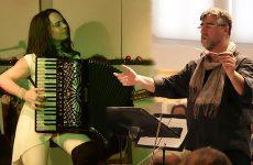Η Συμφωνική Ορχήστρα του Δήμου Αθηναίων συμπράττει με τη Ζωή Τηγανούρια με αποκριάτικη διάθεση
