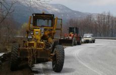 Καθαρισμός ρείθρων, τάφρων και ερισμάτων στο εθνικό και επαρχιακό οδικό δίκτυο Μαγνησίας