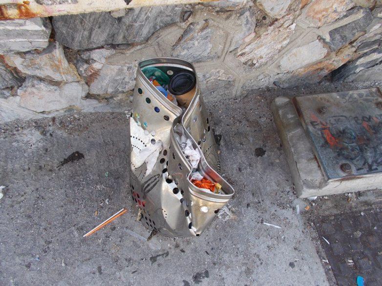 Κτιστές κατασκευές για την τοποθέτηση κάδων από την ΟΛΒ