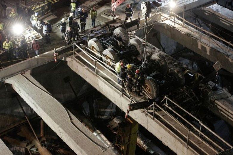 Σε εξέλιξη διαδικασία απεγκλωβισμού του άψυχου σώματος χειριστή στο μετρό Θεσσαλονίκης