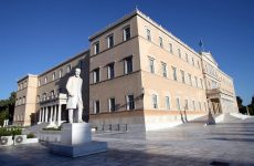 Γραφείο Προϋπολογισμού Βουλής: Μεταρρυθμίσεις και αναδιάρθρωση χρέους, αλλιώς αδιέξοδο