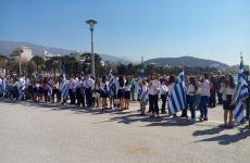 Κατάθεση στεφάνων από μαθητές και προσκόπους στο Μνημείο Ηρώων