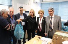 Μοίρασε τρόφιμα σε απόρους και ευπαθείς ομάδες η Περιφέρεια Θεσσαλίας