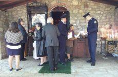Έντυπο πληροφοριακό υλικό με χρήσιμες συμβουλές και οδηγίες σε πολίτες σε Ιερό Ναό του νομού Καρδίτσας