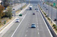 Στρατιωτικό όχημα προσέκρουσε στις προστατευτικές μπάρες στην Αθηνών- Λαμίας, νεκρός ο οδηγός