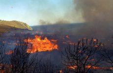 Μαίνεται η πυρκαγιά στα Κύθηρα