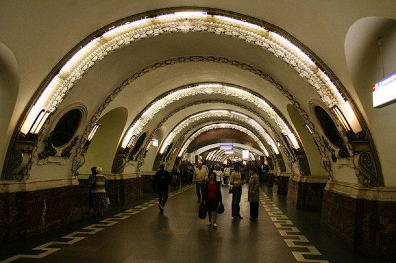 Τουλάχιστον δέκα νεκροί από εκρήξεις στο μετρό της Αγίας Πετρούπολης