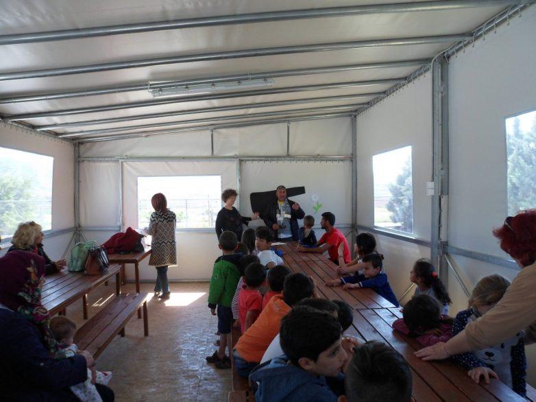 Δημιουργική παρέμβαση στα προσφυγόπουλα στου ΜΟΖΑ