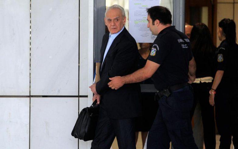 Την αποφυλάκιση Τσοχατζόπουλου με περιοριστικούς όρους προτείνει η εισαγγελέας