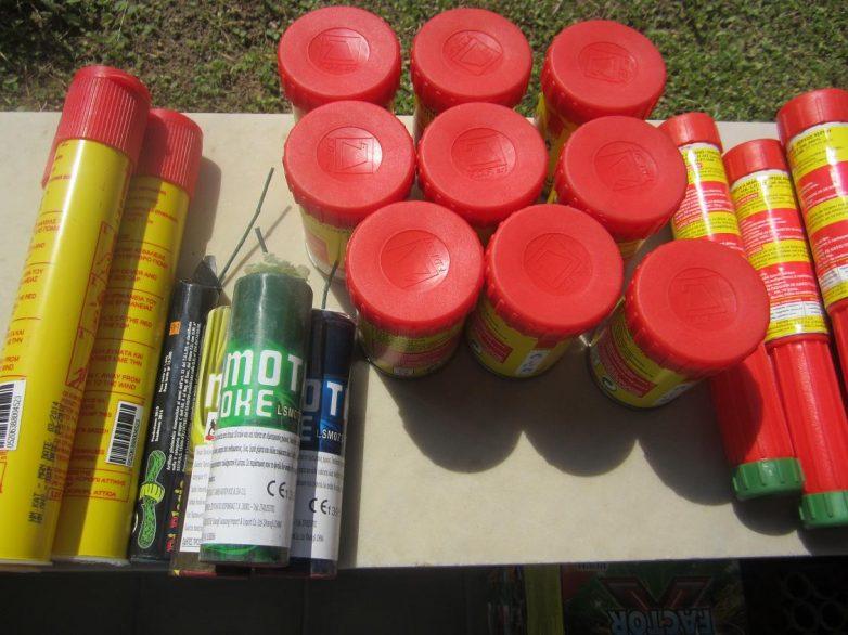 Κατείχαν προς πώληση βεγγαλικά και πυροτεχνήματα