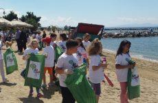 Mαθητές  και εθελοντές θα καθαρίσουν την παραλία και τον βυθό του Αναύρου