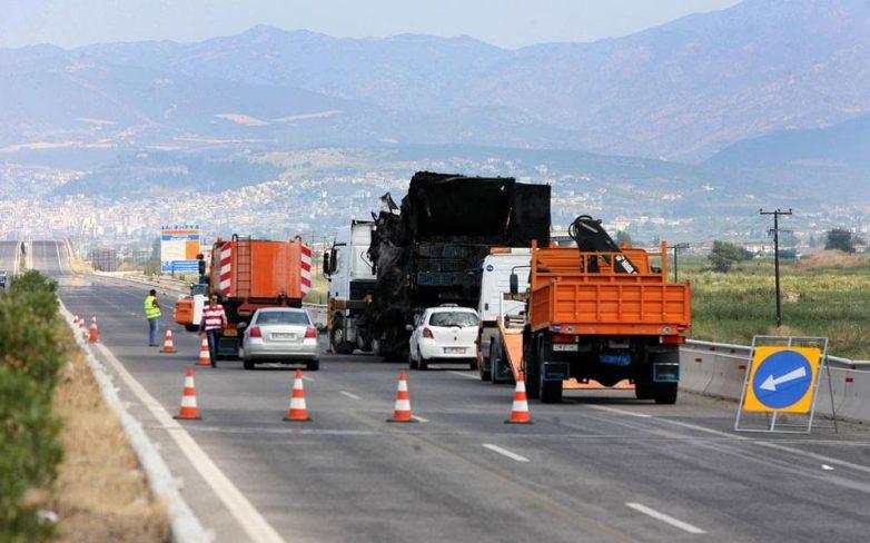 Εκτροπή νταλίκας στην εθνική οδό Αθηνών-Θεσσαλονίκης