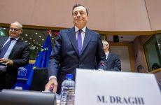 Ντράγκι: «Μόνο με βιώσιμο χρέος στο QE»
