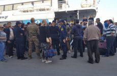 Μπλοκαρισμένο  το Flyingcat στο λιμάνι του Βόλου από απεργούς της ΠΝΟ