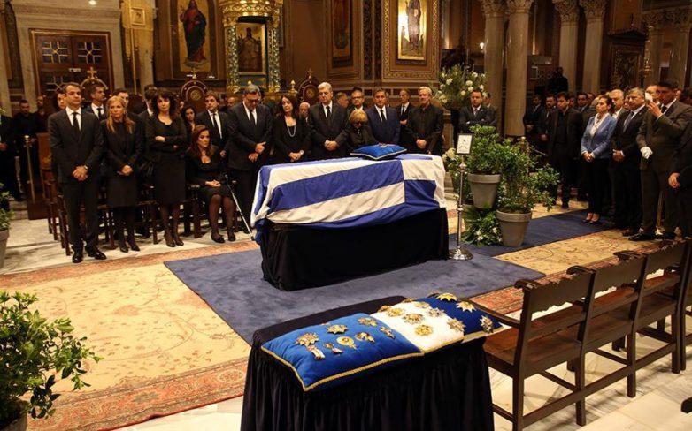 Με λαϊκό προσκύνημα το τελευταίο αντίο στον Κωνσταντίνο Μητσοτάκη