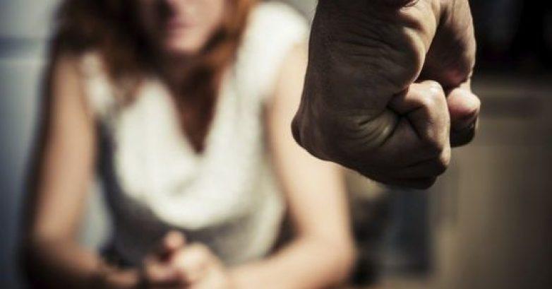 Τιμωρήθηκε με 16 μήνες επειδή χτύπησε την εν διαστάσει σύζυγο του