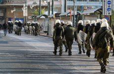 Επιθέσεις κουκουλοφόρων με μολότοφ εναντίον των ΜΑΤ στην περιοχή του Πολυτεχνείου
