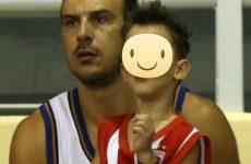 Στην ομάδα μπάσκετ του  Ολυμπιακoύ Bόλου   o Δημήτρης Mπόγδανος