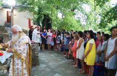 Θεία λειτουργία κάτω από το φως του φεγγαριού στην κατασκήνωση του Αγίου Λαυρεντίου