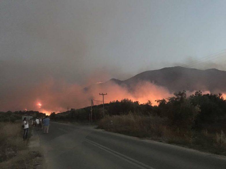 Σε εξέλιξη μεγάλη πυρκαγιά στη Ζάκυνθο