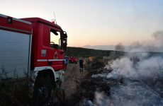 Φωτιά στον οικισμό Αλιβερίου