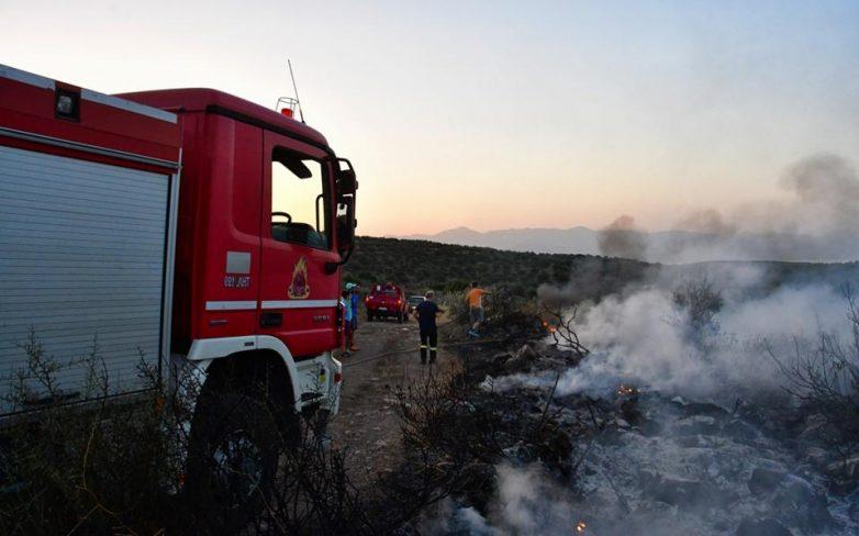 Μάχη με τις φλόγες σε Κέρκυρα και Ζάκυνθο