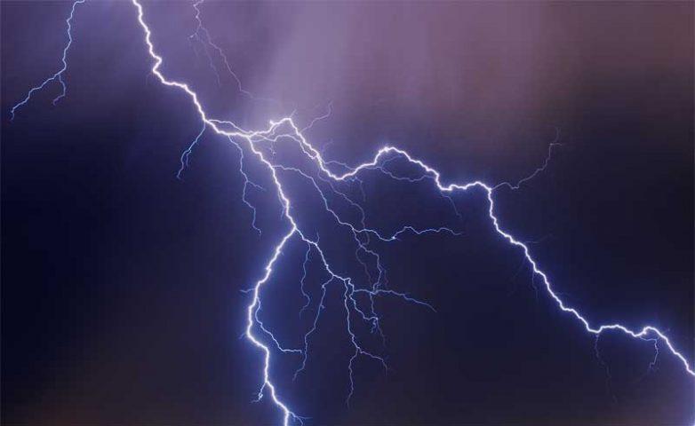 Βροχές και καταιγίδες από το βράδυ της Δευτέρας