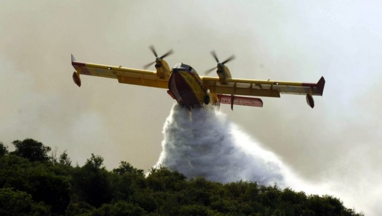 Σε ύφεση η φωτιά στην Πάρο – Πολλές διάσπαρτες εστίες (βίντεο)
