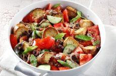 Σαλάτα με ντομάτες και ψωμί