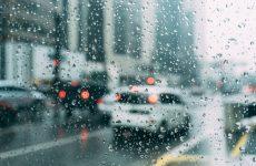 Αλλάζει το σκηνικό του καιρού: Βροχές, καταιγίδες και χιόνια στα ορεινά
