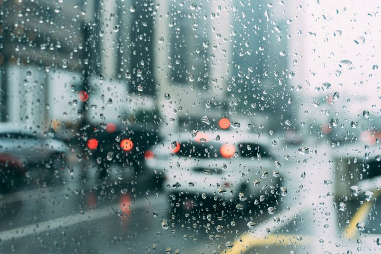 Αλλάζει το σκηνικό του καιρού με βροχές και καταιγίδες