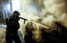 Φωτιά σε σταθμευμένο φορτηγάκι στους Αγίους Αναργύρους