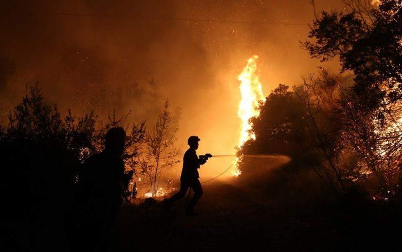 Μάχη με τις φλόγες στις Μαριές Ζακύνθου