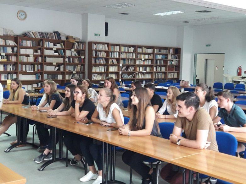 Συνάντηση μαθητών από τη Ρουμανία με το μητροπολίτη  Δημητριάδος