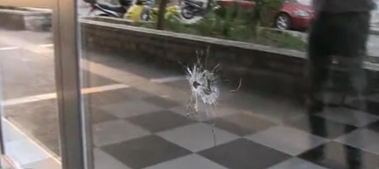 Κορυδαλλός: «Αδέσποτη» σφαίρα χτύπησε 29χρονη που καθόταν σε καφετέρια