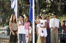 Καταργείται ο εθνικός ύμνος και η έπαρση σημαίας από τα δημοτικά σχολεία