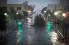 ΗΠΑ: Δεύτερος νεκρός από την επέλαση του Χάρβεϊ που απειλεί με καταστροφικές πλημμύρες