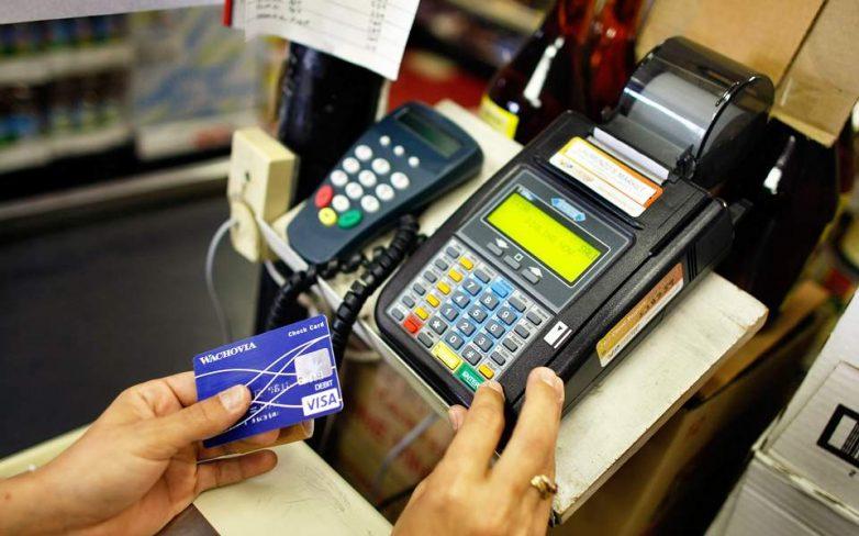 Υπερδιπλασιάστηκαν οι πληρωμές με κάρτες το 2016