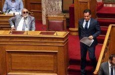 Υψηλοί τόνοι κατά Κουρουμπλή στη Βουλή