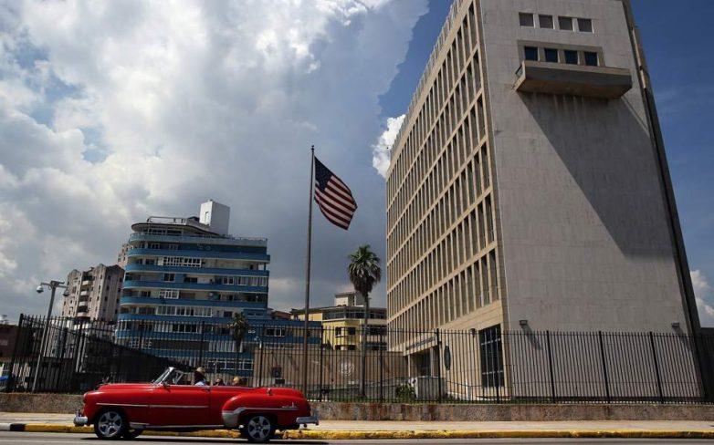 Το 60% του διπλωματικού τους προσωπικού αποσύρουν οι ΗΠΑ από την Κούβα