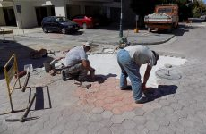 Εργασίες συντήρησης των κυβόλιθων στην οδό Ρήγα Φεραίου
