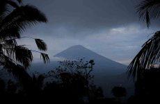 Ινδονησία: Φόβοι έκρηξης ηφαιστείου – 50.000 άνθρωποι έχουν εγκαταλείψει τις εστίες τους