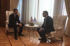Μακρόν σε Τσίπρα: Nα μιλήσουμε για έξοδο από την κρίση