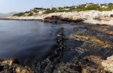 Παρέμβαση Αρείου Πάγου ζητά ο Κουρουμπλής για να «ξεμπλοκάρει» η απορρύπανση του Σαρωνικού