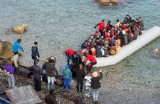 Προσφυγικό: Διχασμένοι οι κάτοικοι των νησιών